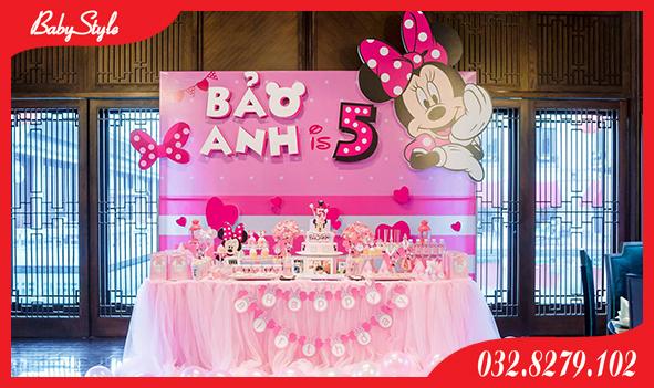 Bàn tiệc sinh nhật của bé Bảo Anh