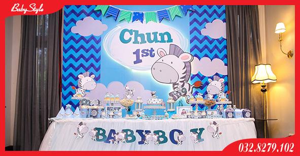 Trang trí bàn tiệc sinh nhật cho bé Chun