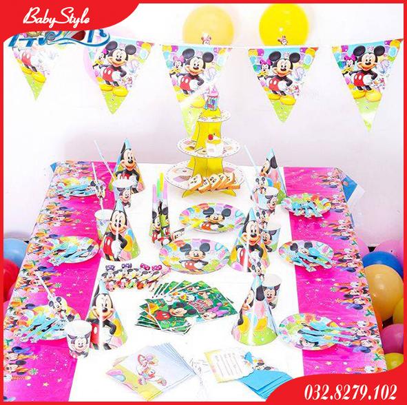 Bàn tiệc trang trí sinh nhật cho bé chủ đề chuột Mickey