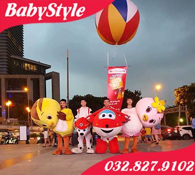 Hình ảnh đội ngũ nhân viên mặc mascot biểu diễn tại Hà Nội của shop BabyStyle