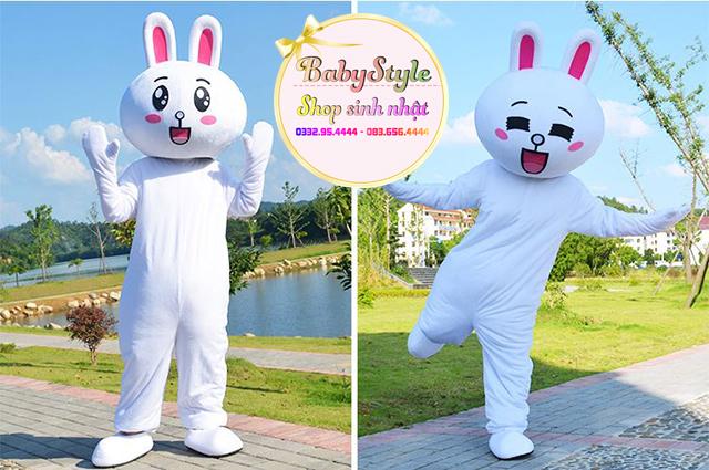 Hình ảnh đáng yêu của mascot thỏ Cony tại shop