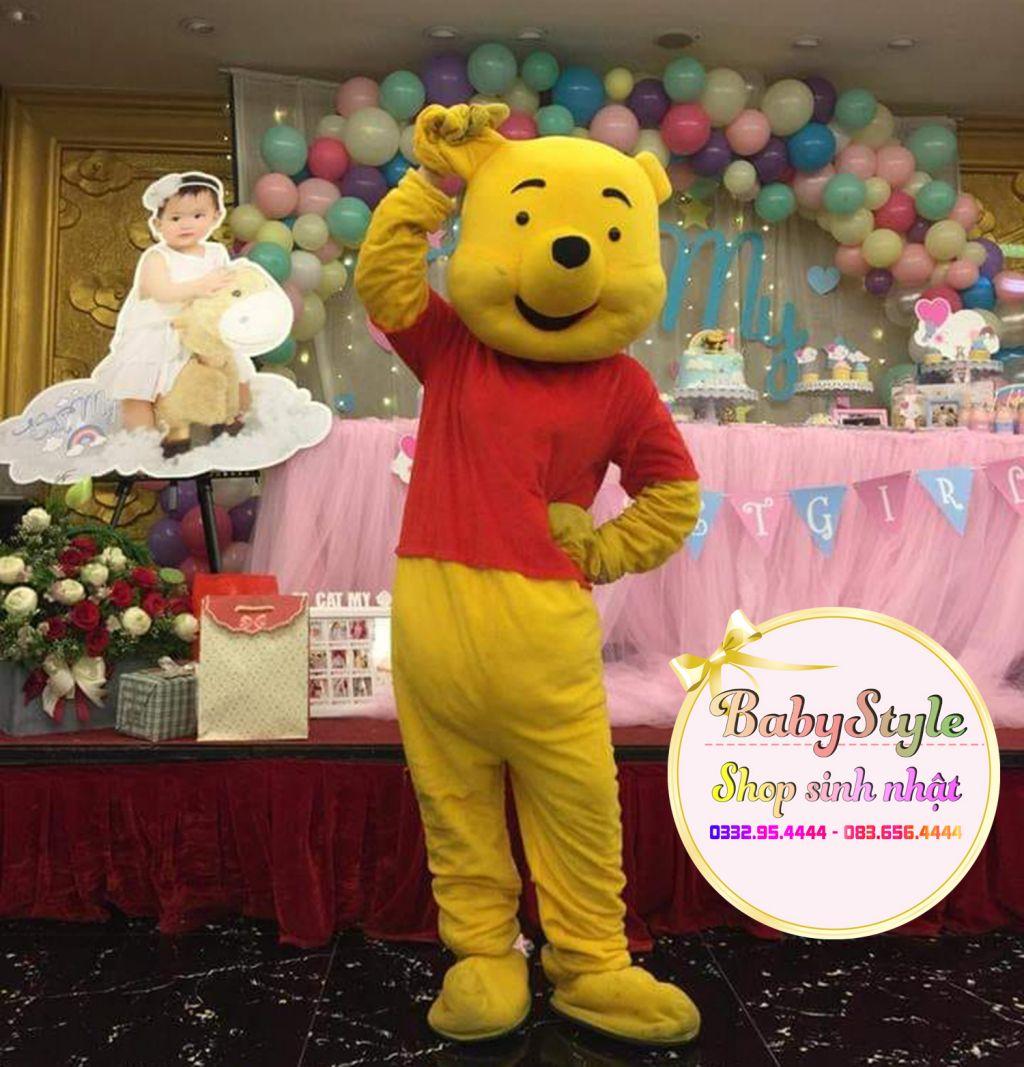 Hình ảnh mascot gấu Pooh trong bữa tiệc sinh nhật