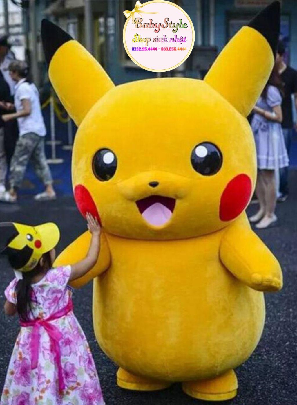 Mascot Pikachu cùng bạn gái đáng yêu