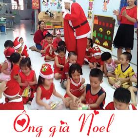 Thuê dịch vụ ông già Noel phát quà cho các con