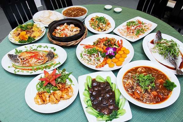 Các món ăn chính trong bữa tiệc sinh nhật