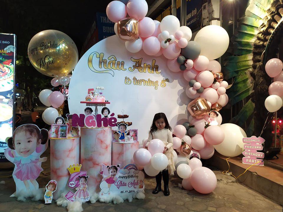 mẫu trang trí sinh nhật bằng bóng bay tone màu hồng