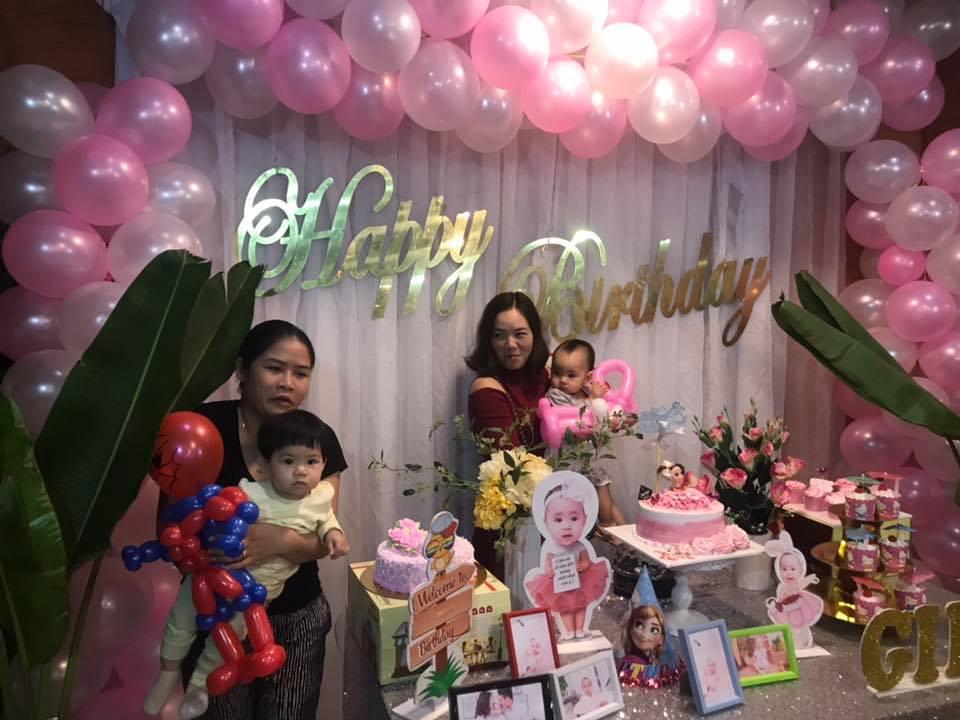 sắc hồng bao trùm trong bữa tiệc sinh nhật của bé gái