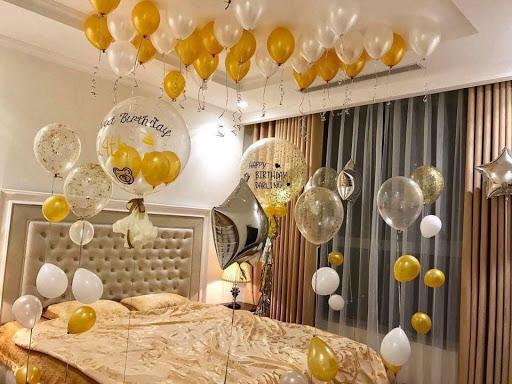 sử dụng khí heli trang trí không gian phòng cưới