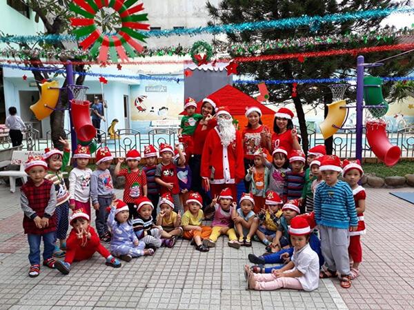 tổ chức giáng sinh tại trường học