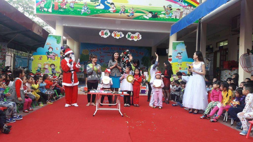 tổ chức giáng sinh tại trường mầm non