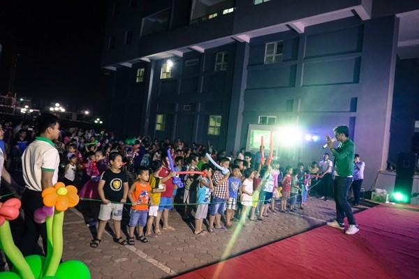 vui chơi cùng các bé trên sân khấu