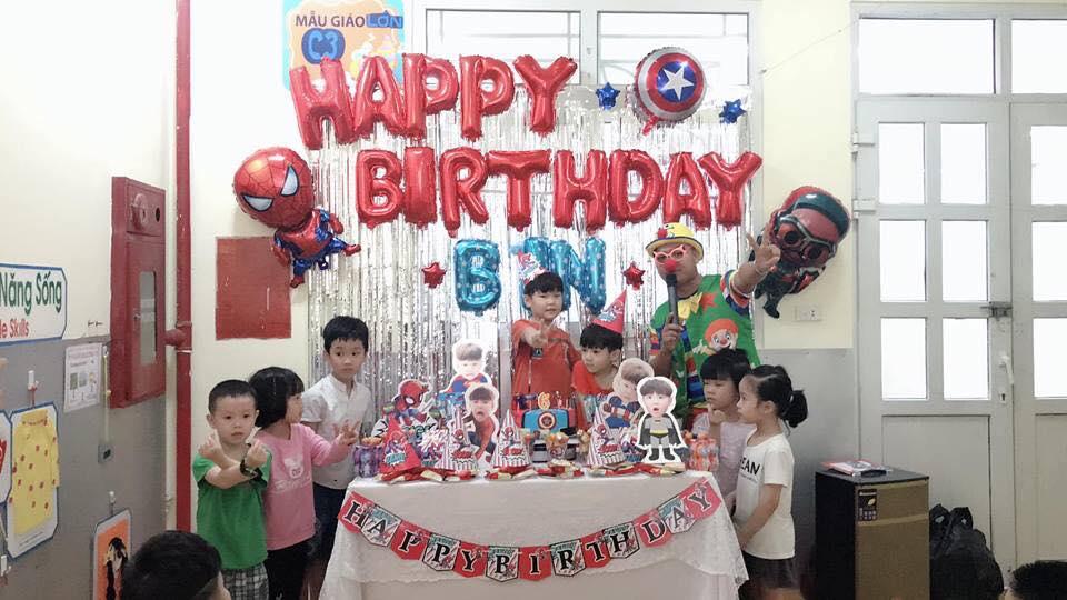 trang trí sinh nhật cho bé chủ đề người nhện